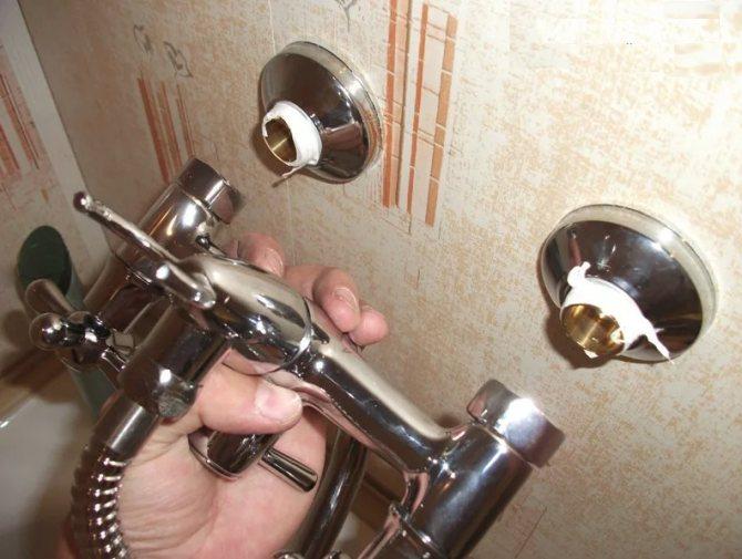Установка смесителя своими руками в ванной: советы и видео