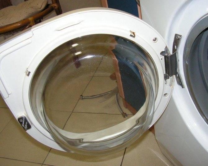 Как открыть стиральную машину с заблокированной дверцей?