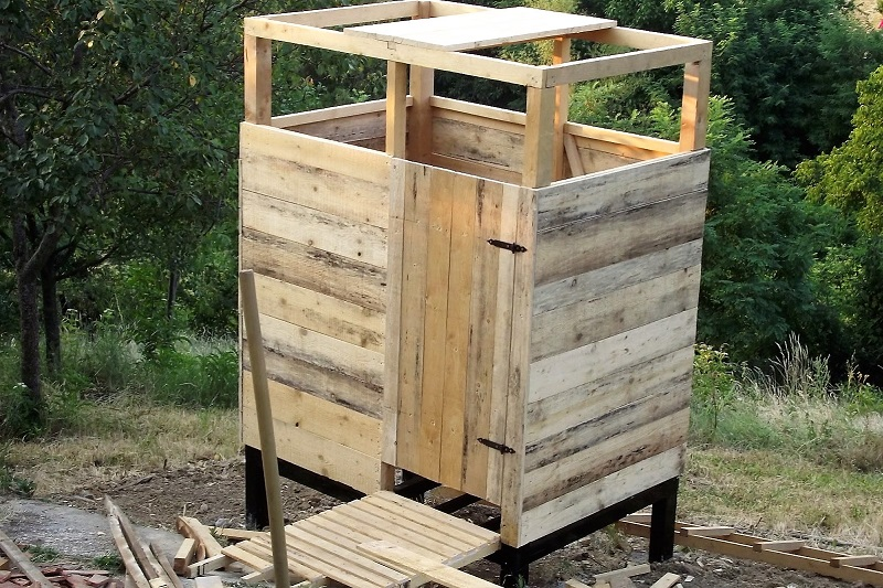 Как сделать душевую кабину в деревянном доме?