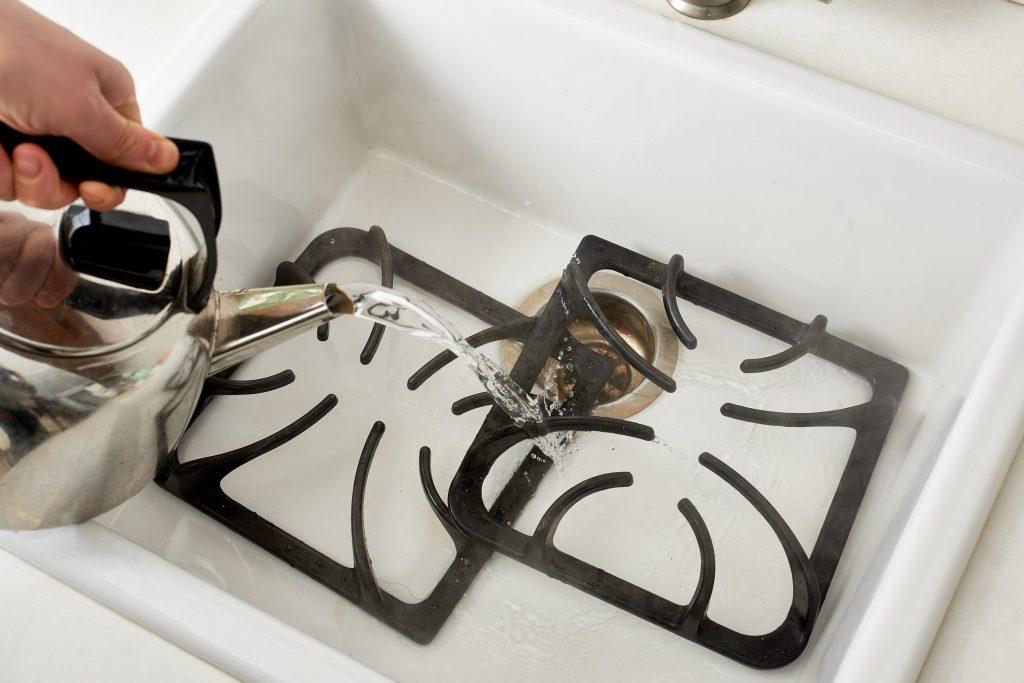 Как очистить решетку на газовой плите от нагара и жира легко и быстро