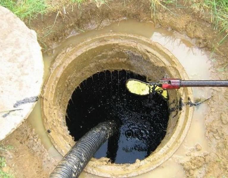 Очистка выгребной ямы от ила эффективные способы