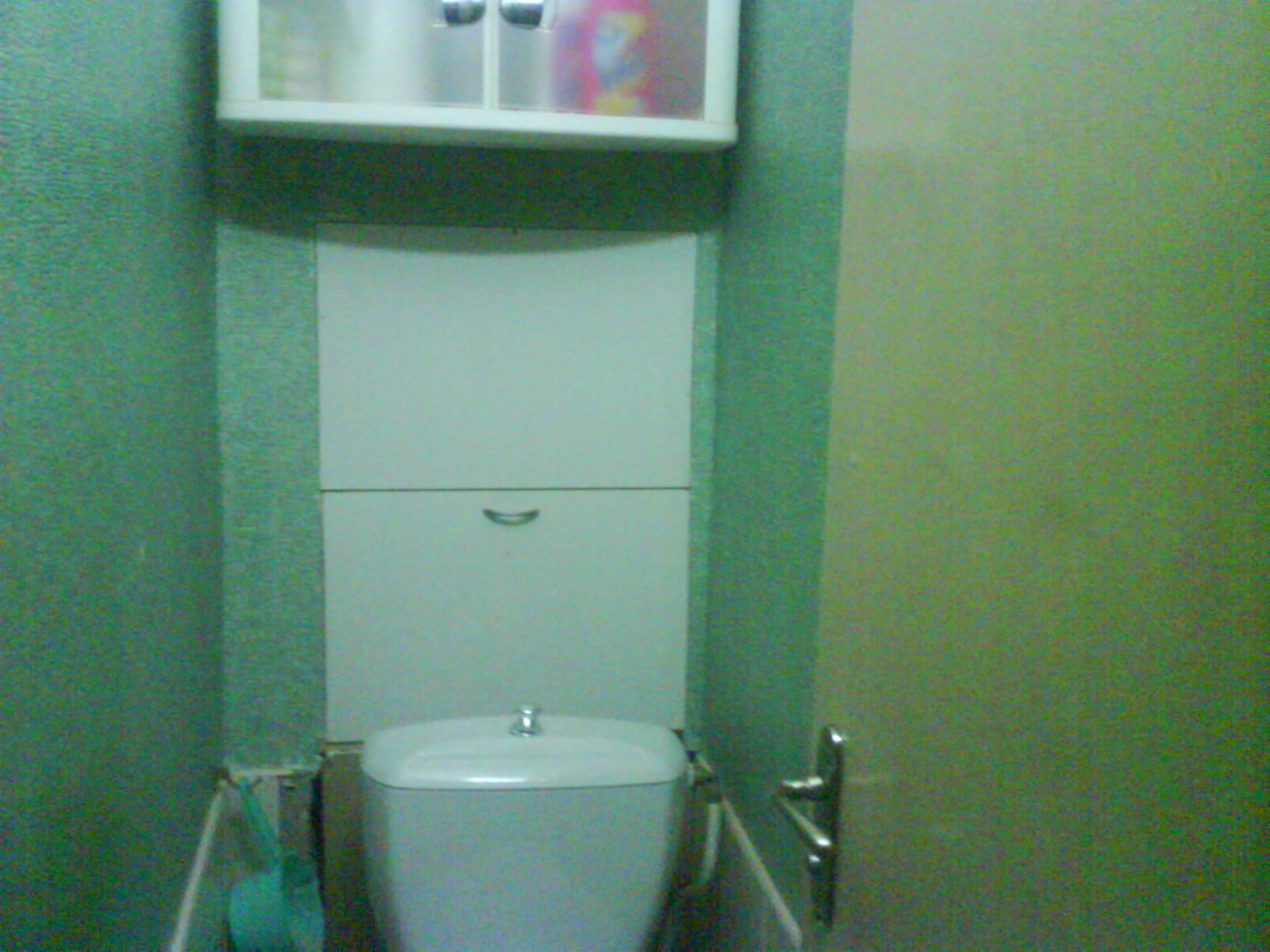 Простые способы закрыть трубы в туалете, оставив доступ к коммуникациям