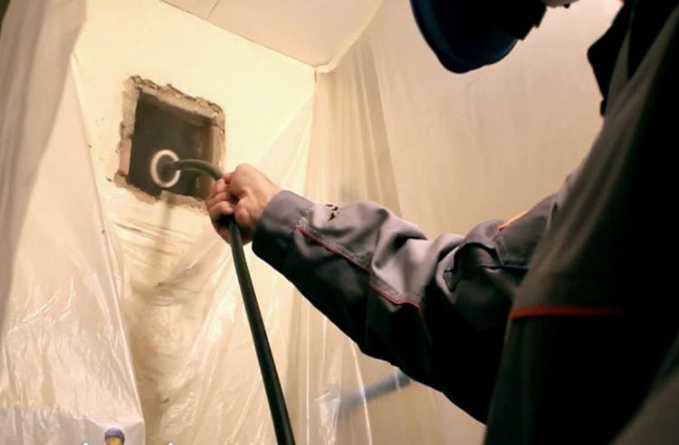 Чистка вентиляции в квартире
