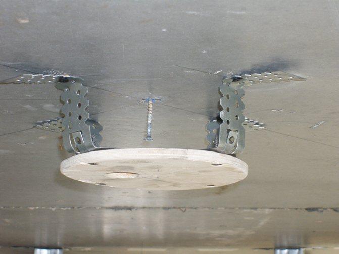 Как установить люстру на натяжной потолок своими руками без закладной, фото, видео
