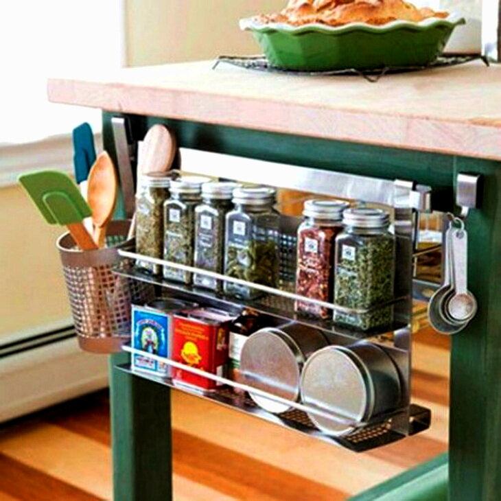 Полноценное использование кухонного пространства – место над холодильником не должно пустовать!