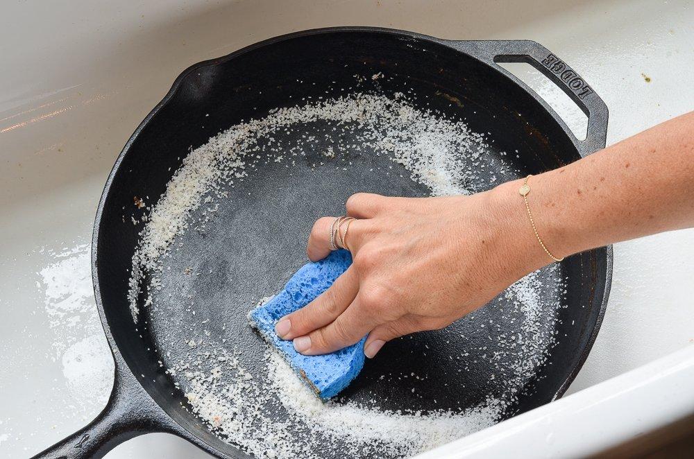 Необычное использование поваренной соли: для чистки поверхностей и от муравьев, плесени