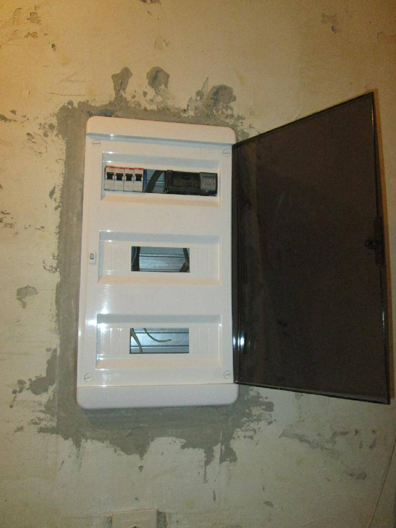 Щиток электрический под счетчик и автоматы - особенности выбора