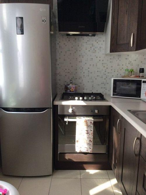 Холодильник и кухонная плита: можно ли их ставить рядом