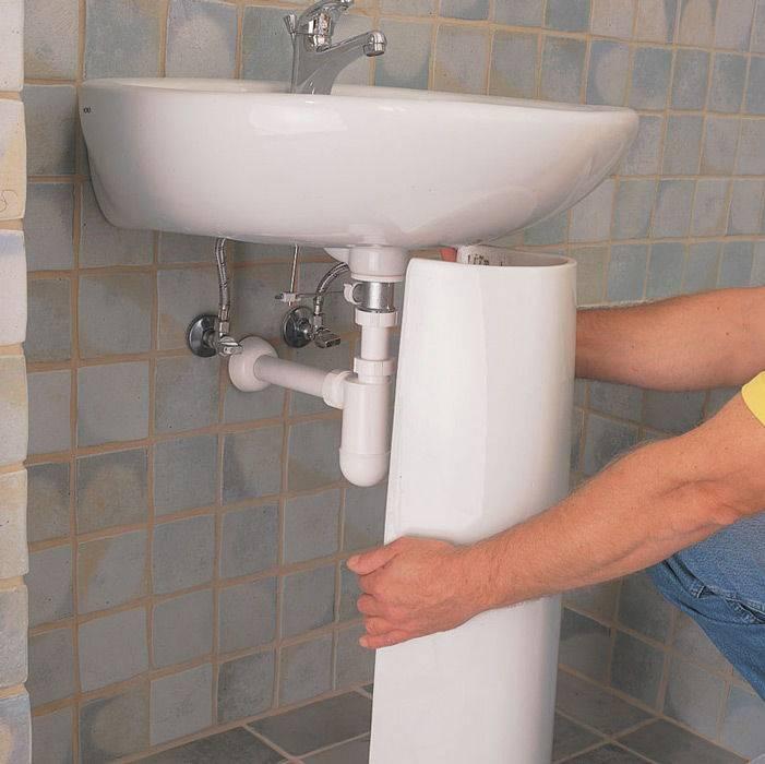 Как выбрать и установить в ванной тумбу под накладную раковину