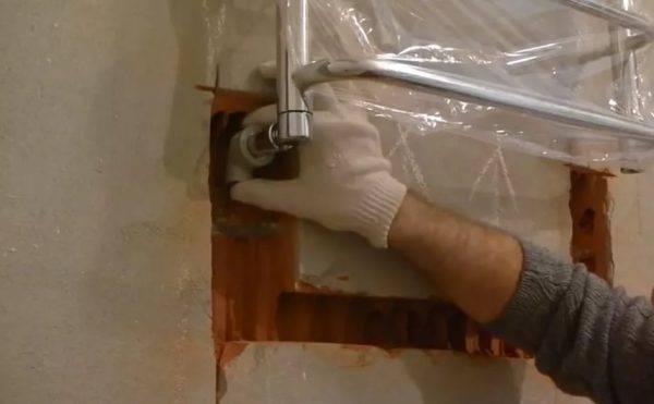 Замена полотенцесушителя в ванной: как поменять и снять своими руками.