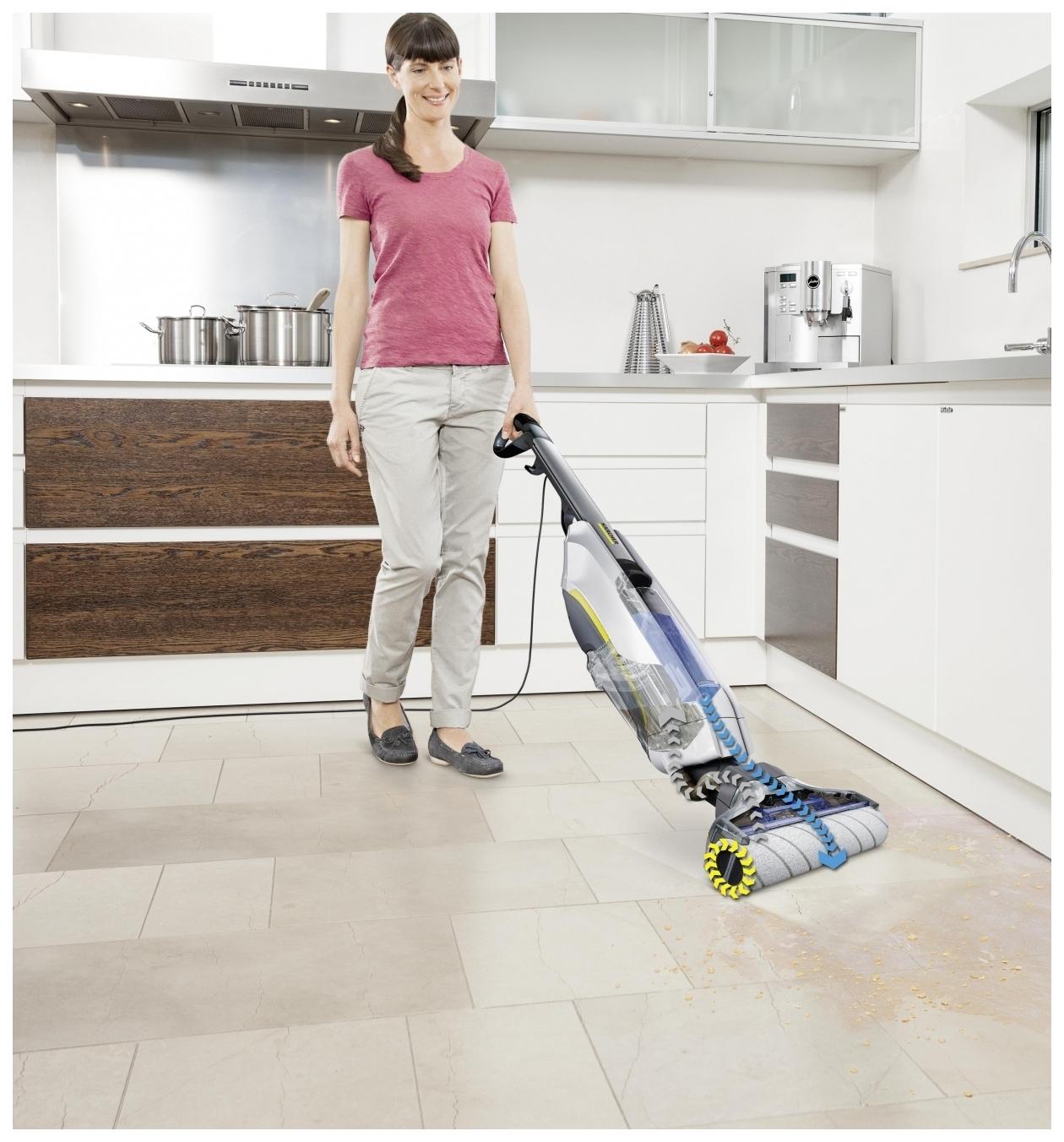 Выбираем вертикальный моющий пылесос