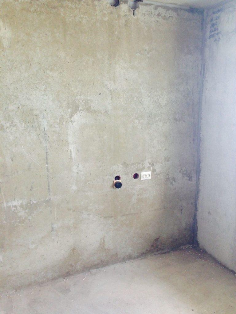 Перенос розеток со штроблением и без: в панельном доме, в бетонной стене и на кухне