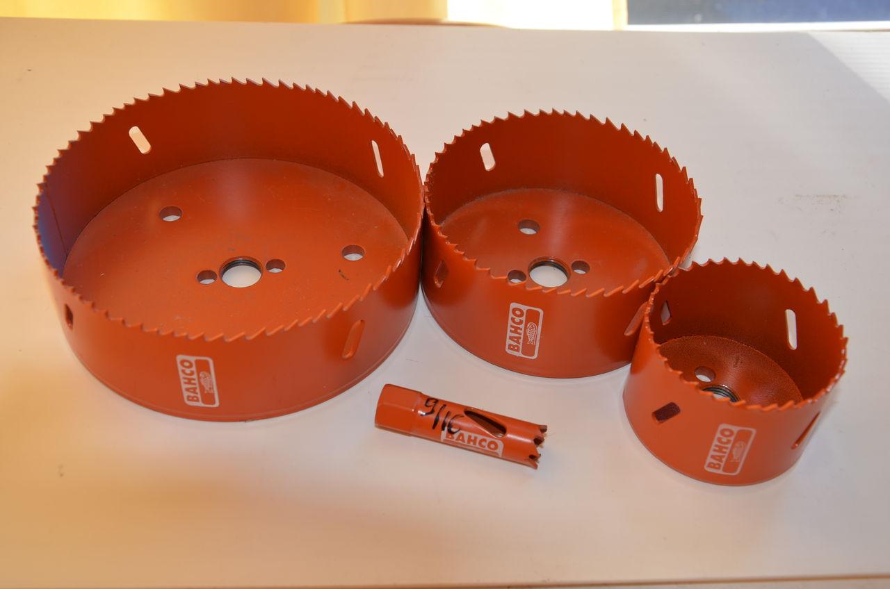 Как установить розетку в гипсокартон своими руками: советы по монтажу и варианты размещения подрозетника в перегородках (125 фото)
