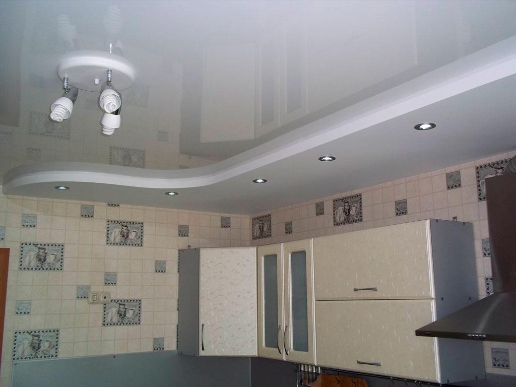 Натяжной потолок на кухне: варианты дизайна
