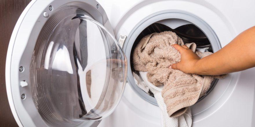 Аспирин для отбеливания белых вещей при стирке в домашних условиях