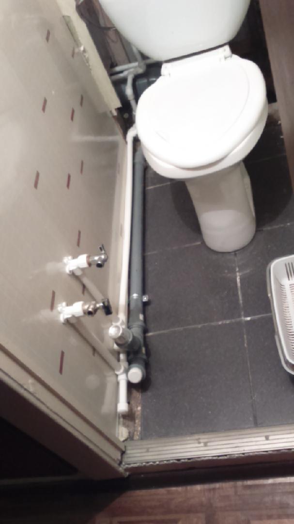 Туалет в квартире как осуществить перенос унитаза от стояка