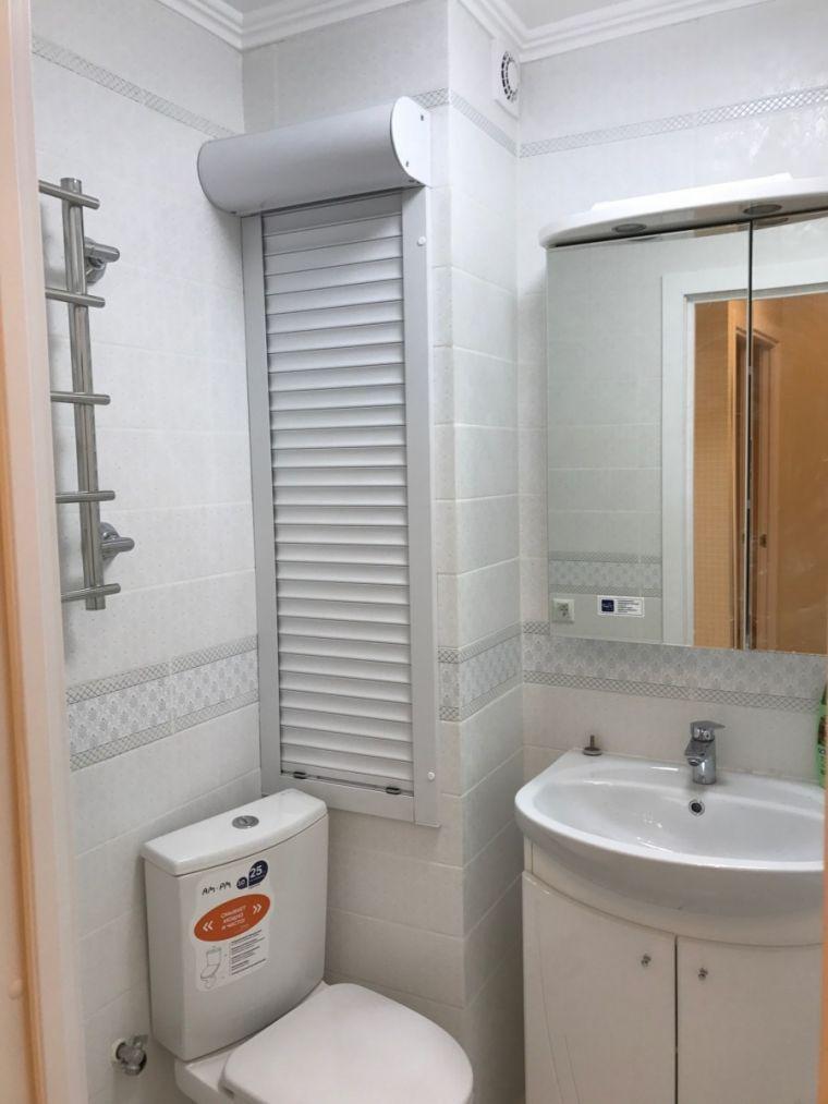 Как закрыть трубы в туалете: обзор вариантов и пошаговая инструкция
