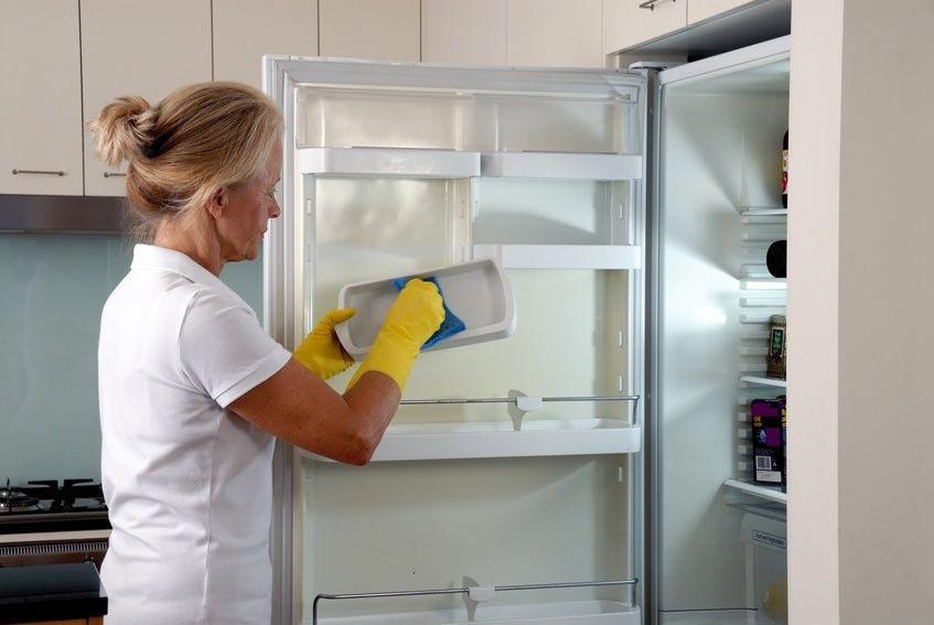 Как убрать запах из холодильника за 6 шагов