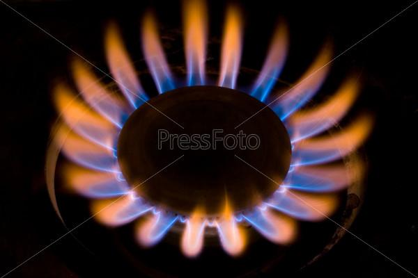 Почему газовая плита горит красным пламенем