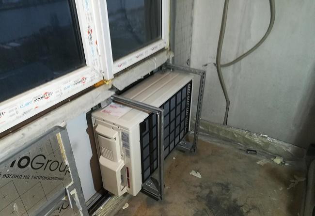 Установка кондиционера на балконе с остекленением своими руками