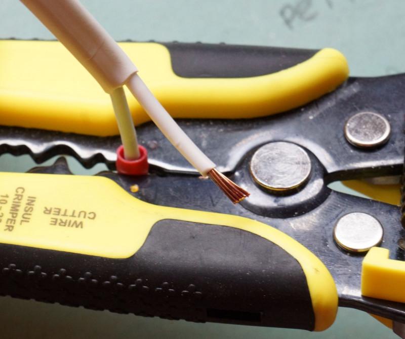 Зачистка проводов от изоляции - всё о электрике в доме