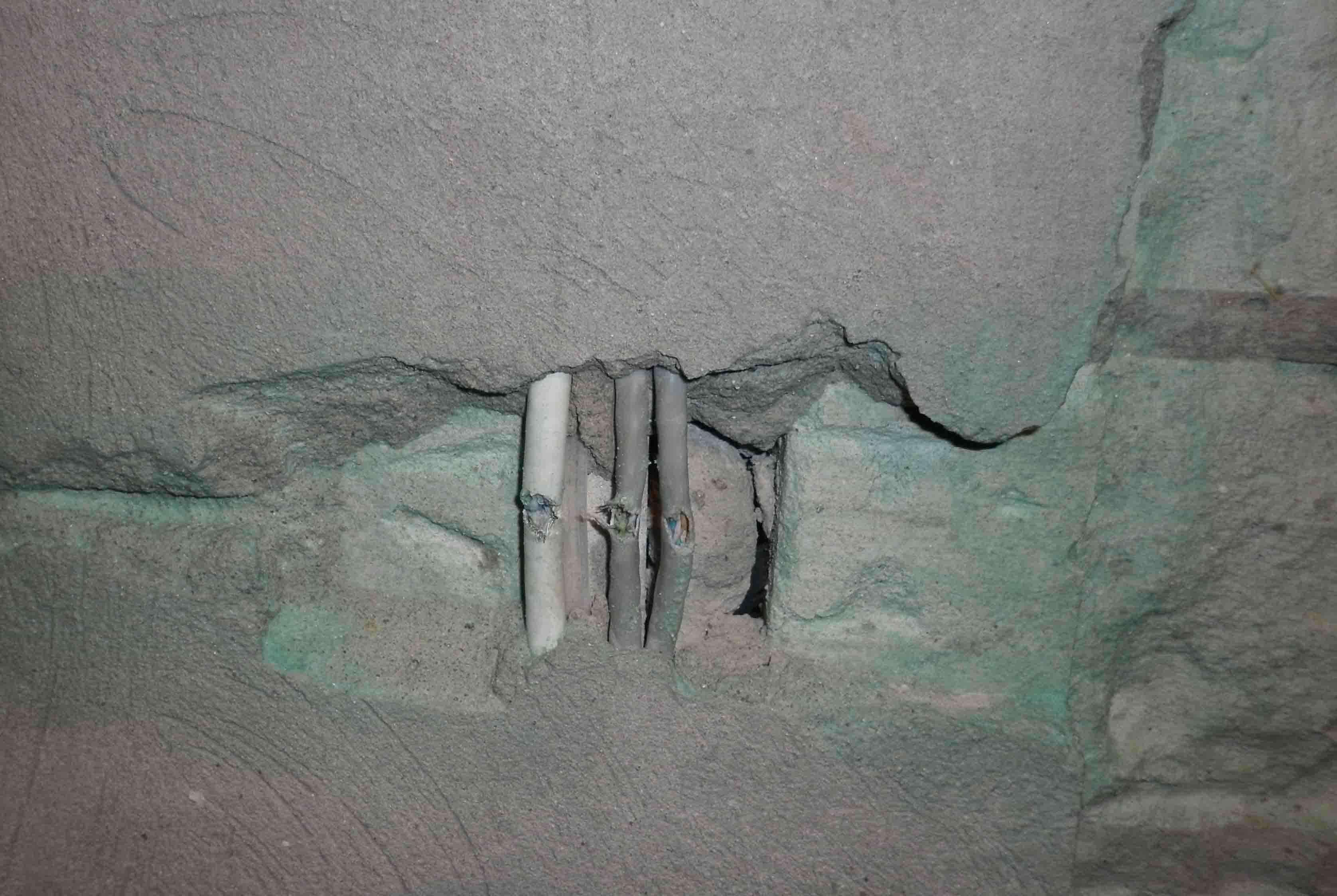 Как найти проводку в стене: поиск скрытых проводов мультиметром и другими приборами