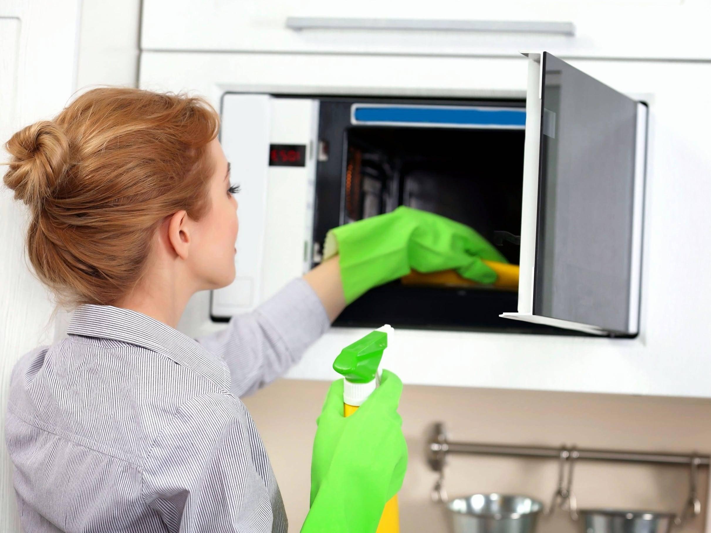 Чем мыть холодильник внутри: выбор средства