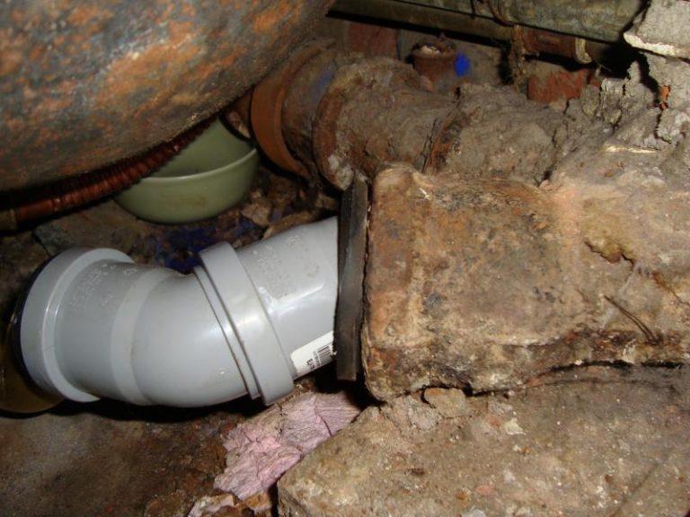 Какой герметик лучше для канализационных труб
