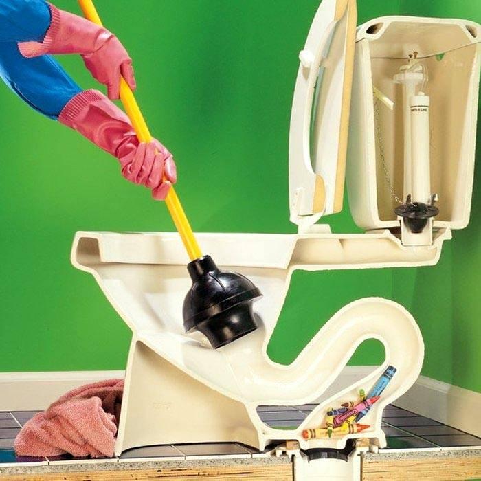 Чем прочистить засор в унитазе: сравнение лучших способов и оборудования