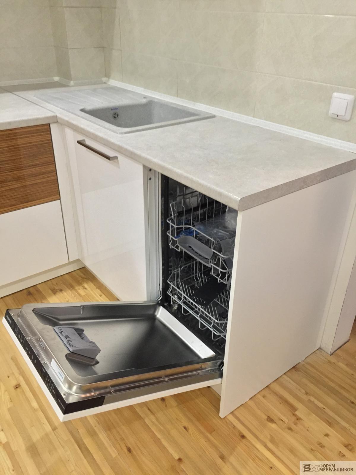 Как встроить посудомоечную машину в готовую кухню: правила установки и крепления
