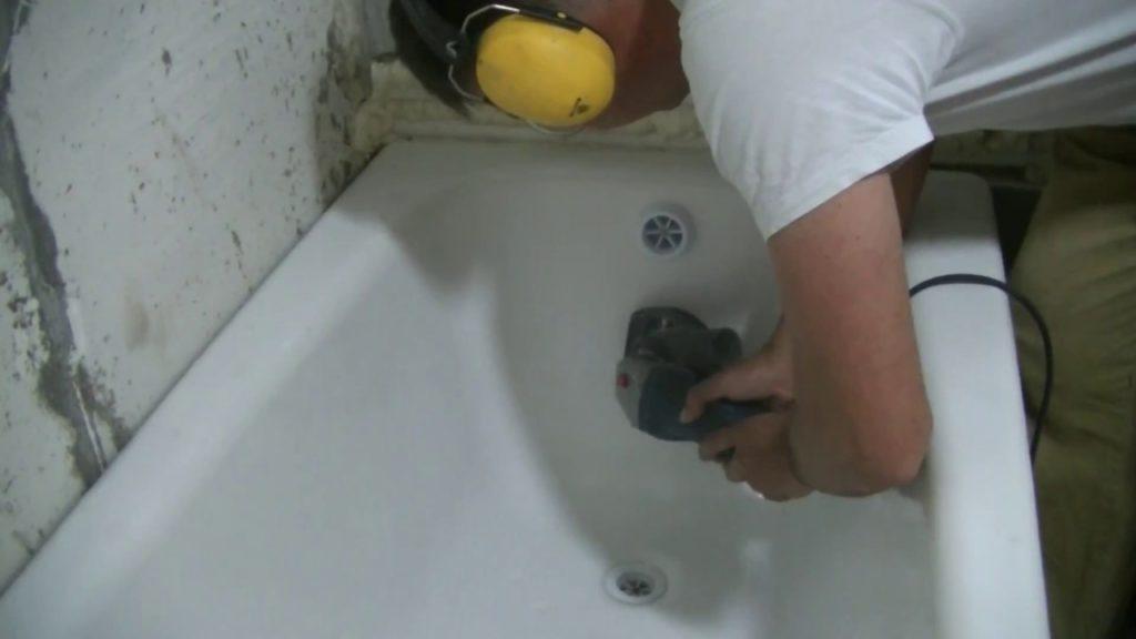 Чем заделать скол на металлической ванне