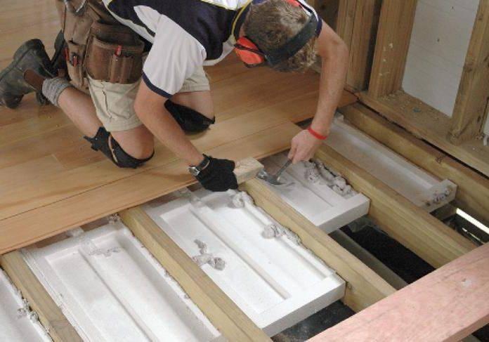 Как выбрать утеплитель для пола в деревянном доме