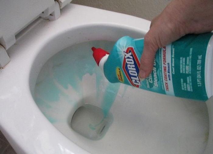 Забился унитаз: как прочистить по-быстрому?