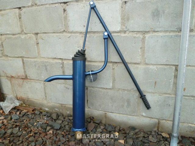 Ручной насос для воды из скважины на участке