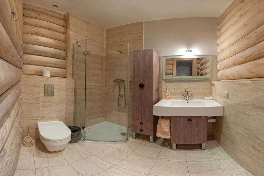 Чем отделать ванную комнату в деревянном доме: практические рекомендации