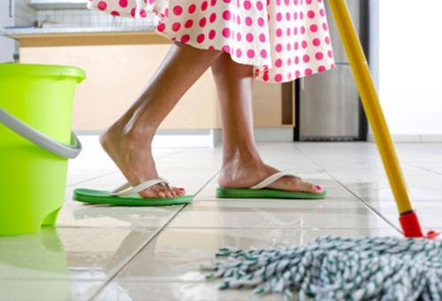 Почему мыть пол полотенцем плохая примета, для кого