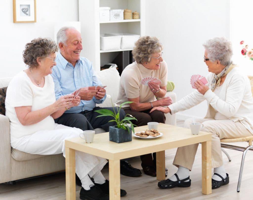 Приемная семья для пожилых людей и инвалидов: порядок оформления и необходимые документы
