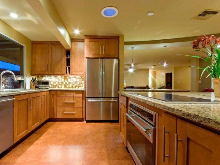 Выбираем столешницу к белой кухне: какой цвет подойдет лучше