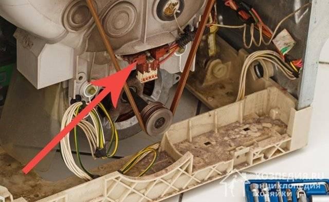 Стиральная машина постоянно сливает воду: причины поломки и ремонт