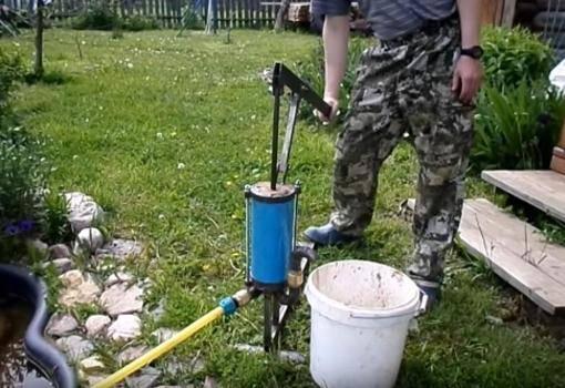 Когда для перекачки воды лучше использовать ручной насос?