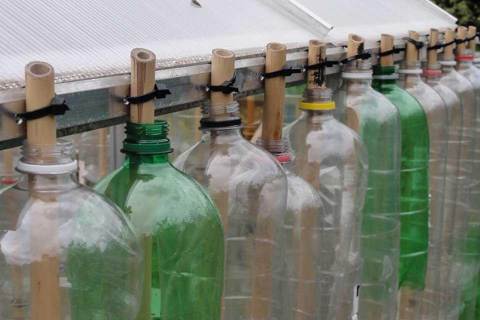 Что сделать из пластиковых бутылок - способы создания простых и быстрых в домашних условиях