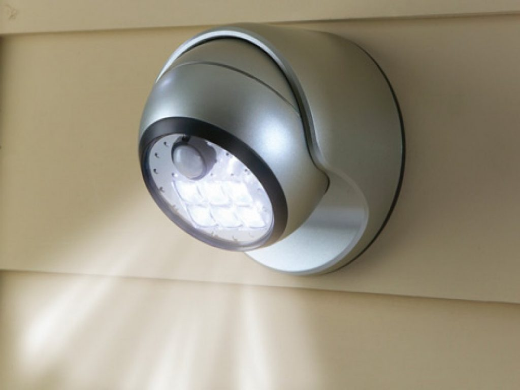 Лампы с датчиком движения: как работают, как подключить + топ лучших производителей