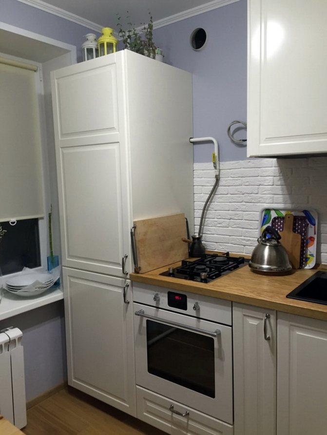 Можно ли ставить холодильник рядом с батареей отопления: возле, на каком расстоянии, боковой стенкой, частью, около, кухне, как поставить, защитить, стояком, что делать
