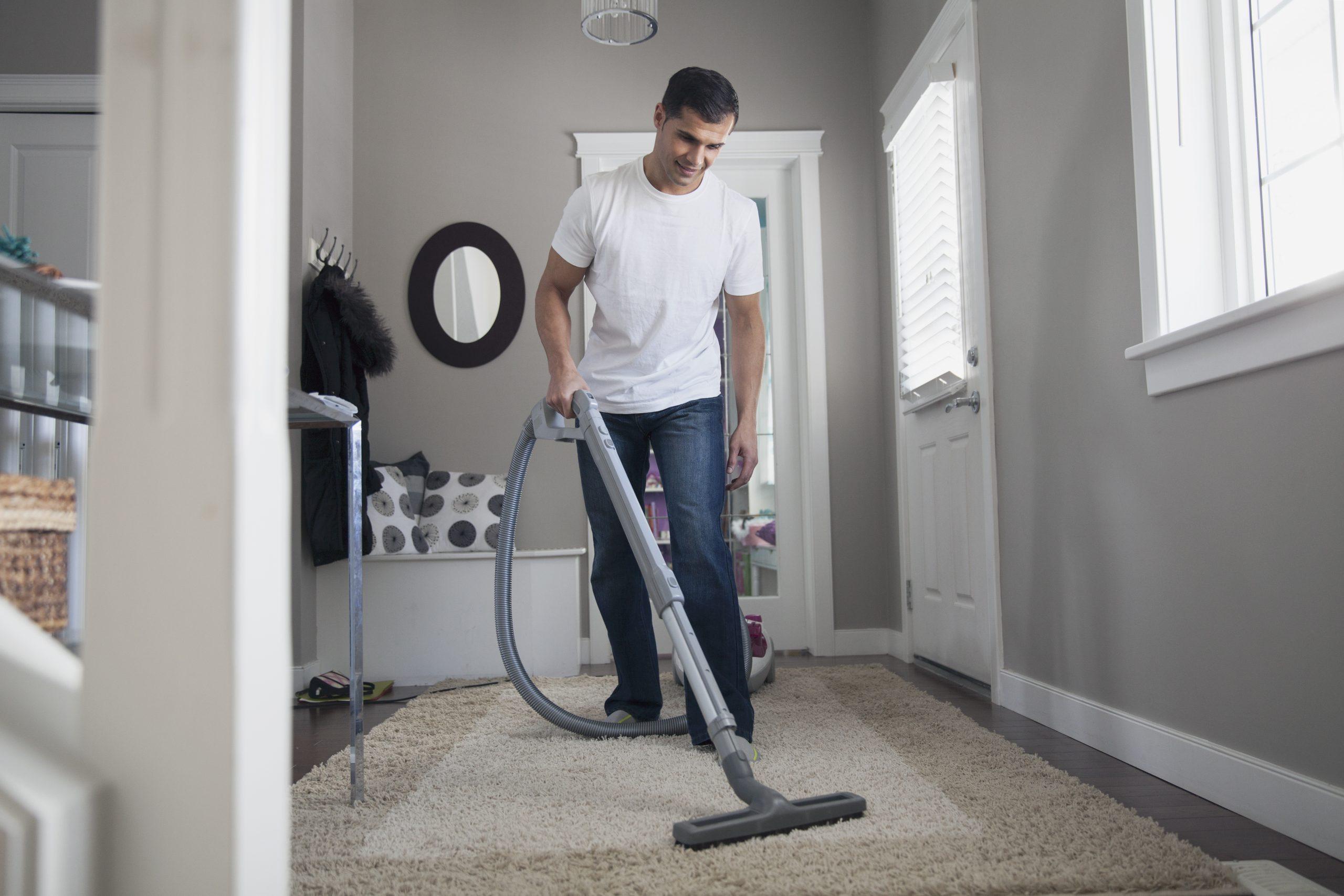 Как быстро вымыть полы в квартире, и почему это нужно делать в субботу