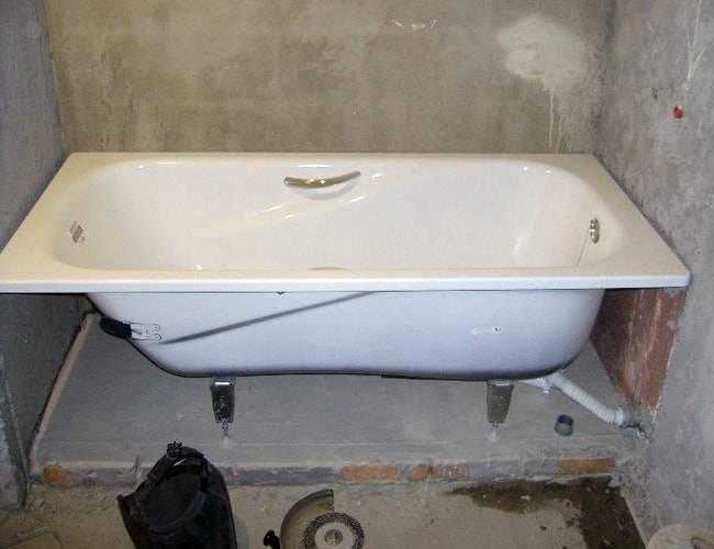 Установка акриловой ванны своими руками: под плитку, на каркас, на ножки, на кирпичи (+ видео)