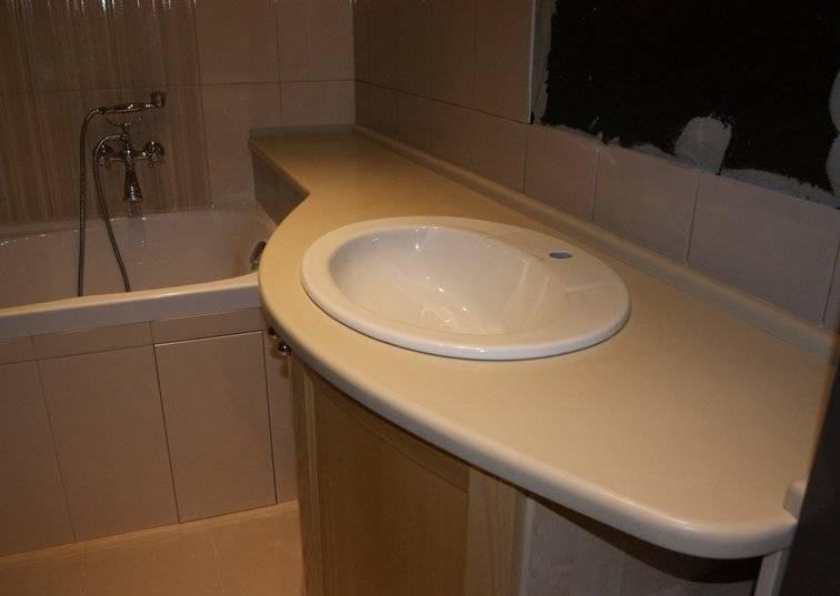 Столешница для ванной комнаты под раковину (82 фото): установка и крепление модели из дерева или плитки, как крепить и чем врезать умывальник