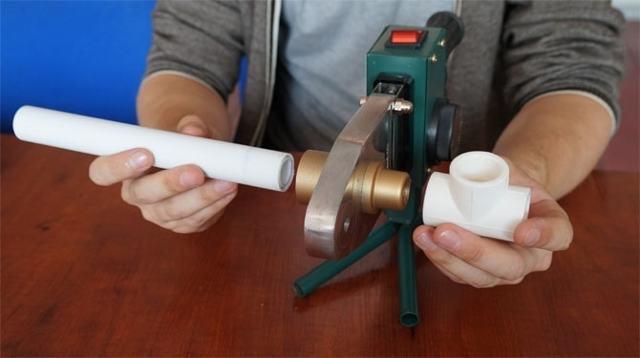 Как правильно паять пластиковые трубы своими руками