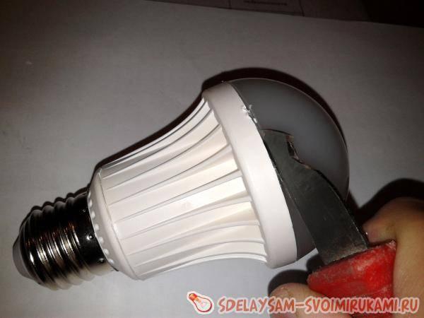 Как открыть лампочку не разбив ее поэтапно. как правильно разобрать лампочку: инструкция по разбору различных типов ламп. демонтаж светодиодной лампы