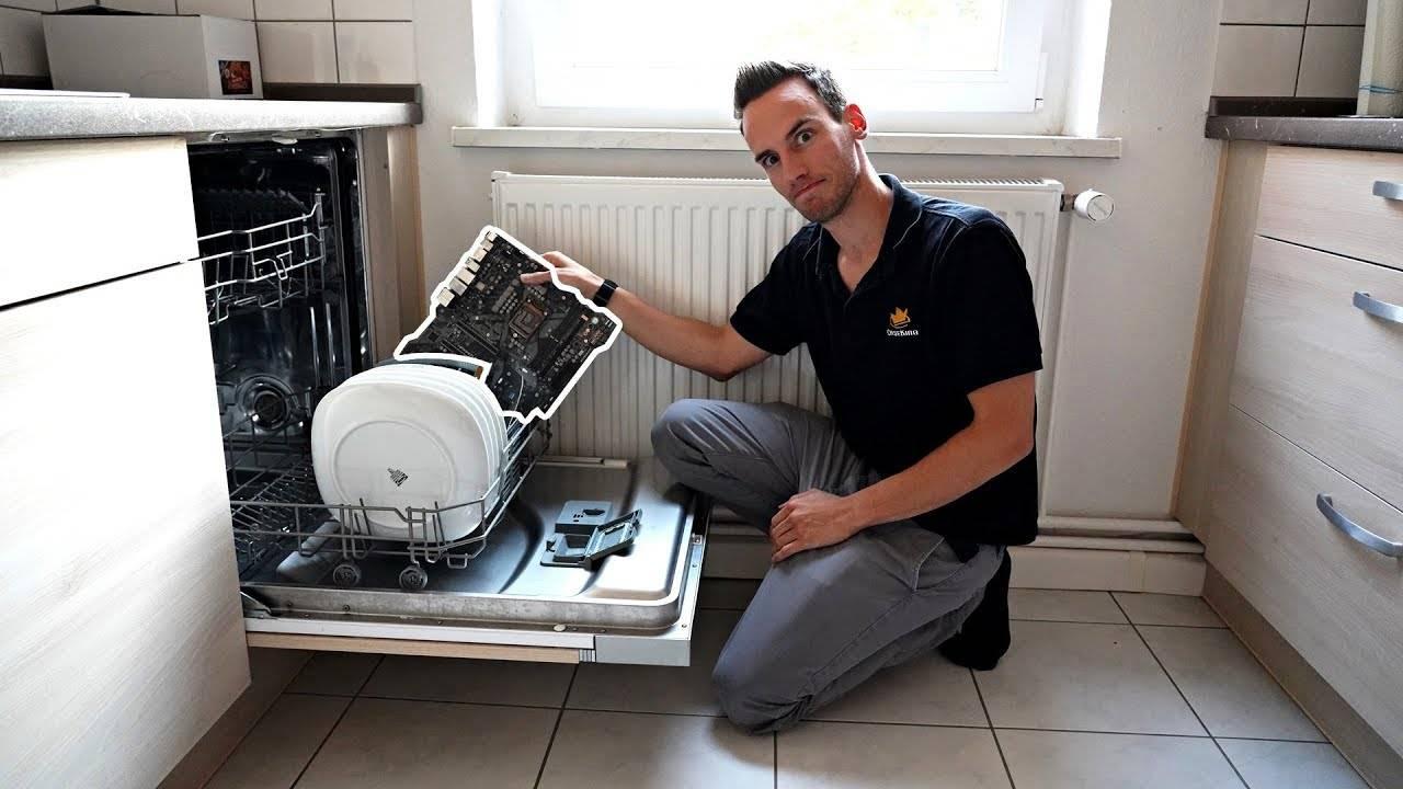 Как починить посудомоечную машину, если она постоянно сливает воду