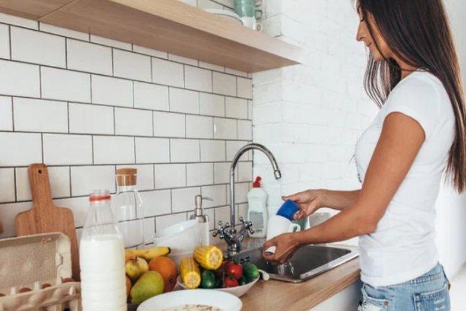 Не мойте посуду в чужом доме — 4 причины, почему нельзя